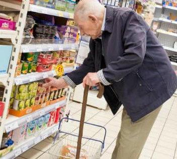 abuelo-comprando
